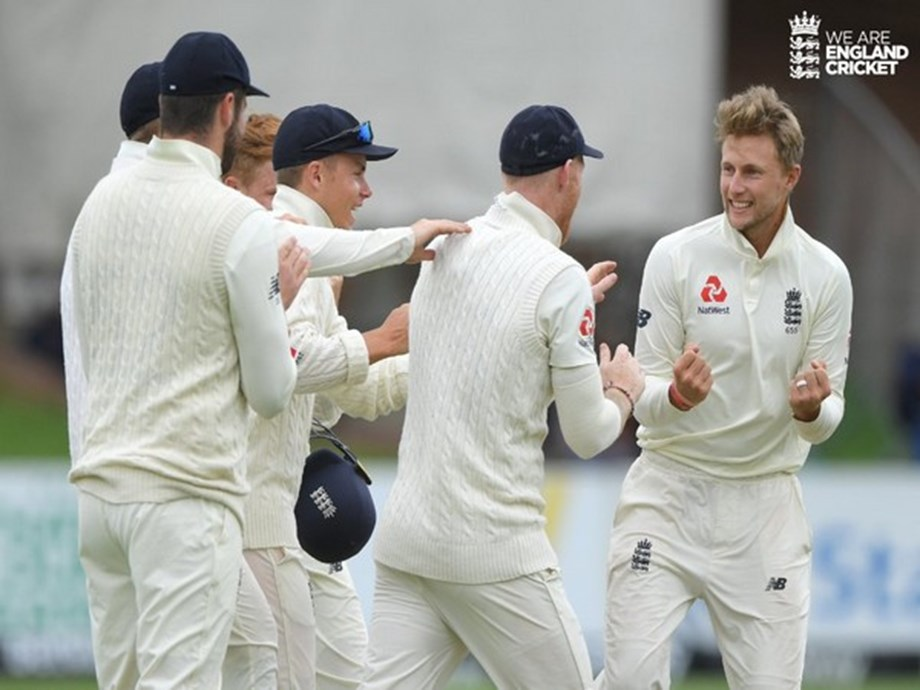 England favourites to win after reducing SA to 102/6 on day four of third Test