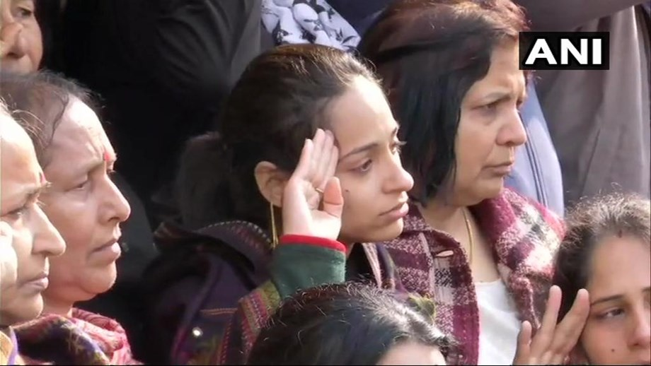 Major VS Dhoundiyal wife salutes as people pay last respects in Dehradun