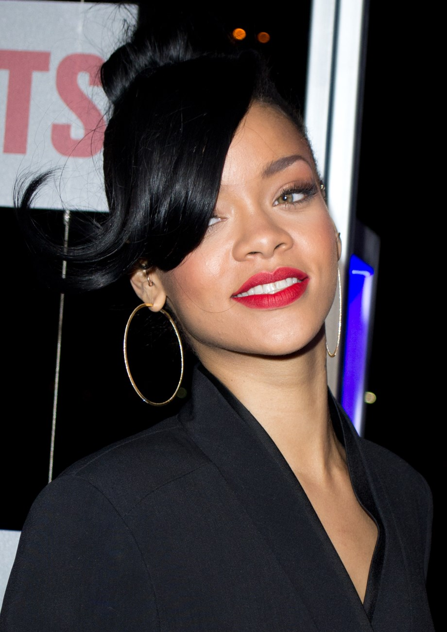 Peoples' News Roundup: Rihanna stages fashion show for exclusive Amazon release