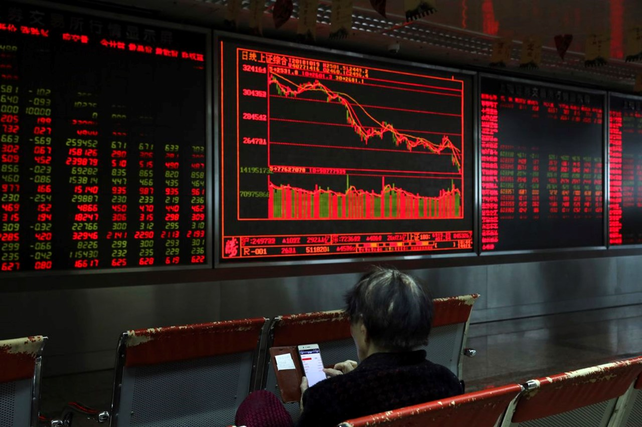 Chinese shares drop after disappointing exports data