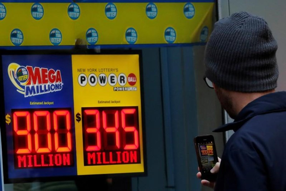 UPDATE 3-Lotto fever grips U.S. as Mega Millions jackpot hits $1 billion