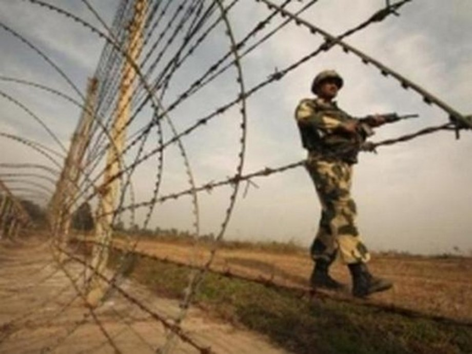 Bangladeshis attack Indian border outpost; 1 BSF jawan injured