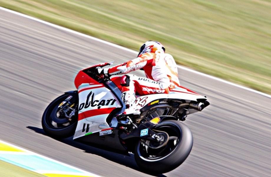 Italian bike racer Dovizioso wins wet Valencia MotoGP