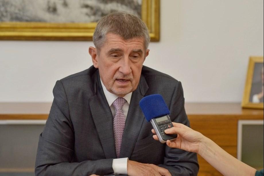 Czech government survives no-confidence vote