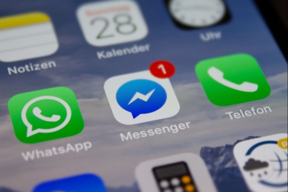 Facebook reportedly working to resolve bug popping up old messages