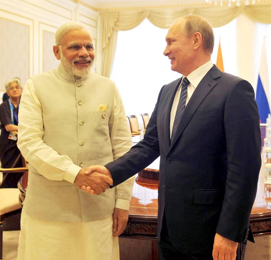PM Modi meets Russian Prez Putin, gets invitation for annual Victory Day celebrations