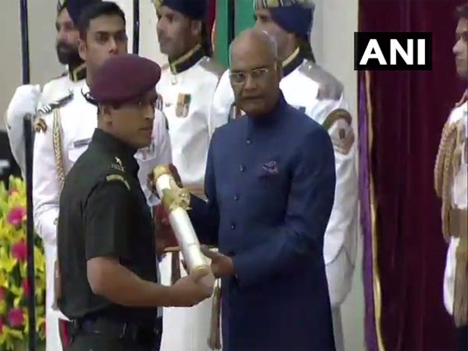 Lt Col Dhoni to train with Parachute regiment for two months