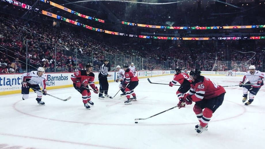 Hurricanes jump to early lead, beat Blue Jackets