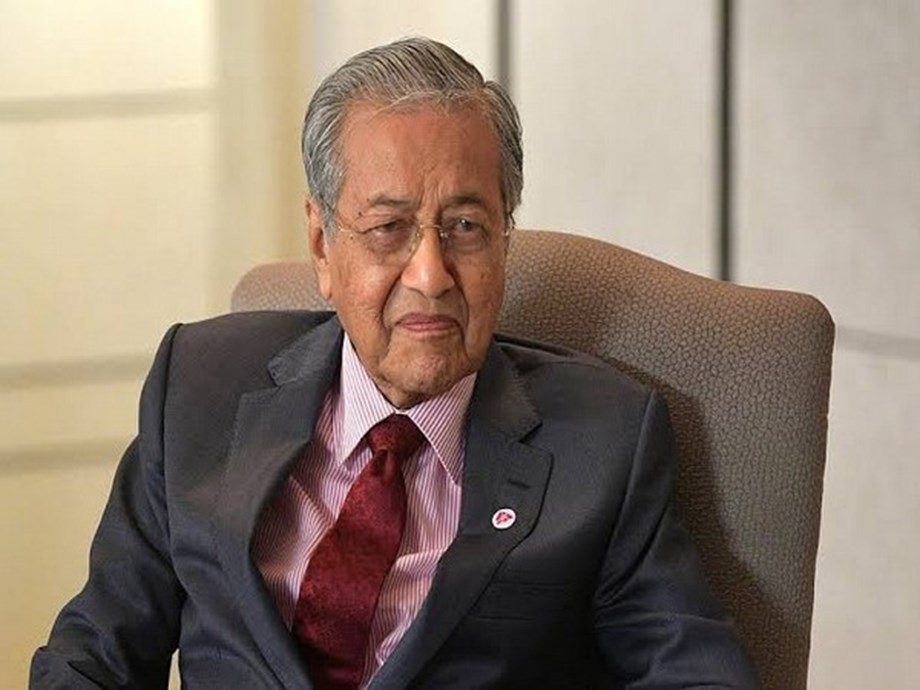 UPDATE 4-Malaysia talks to India over palm curbs as wider trade dispute looms