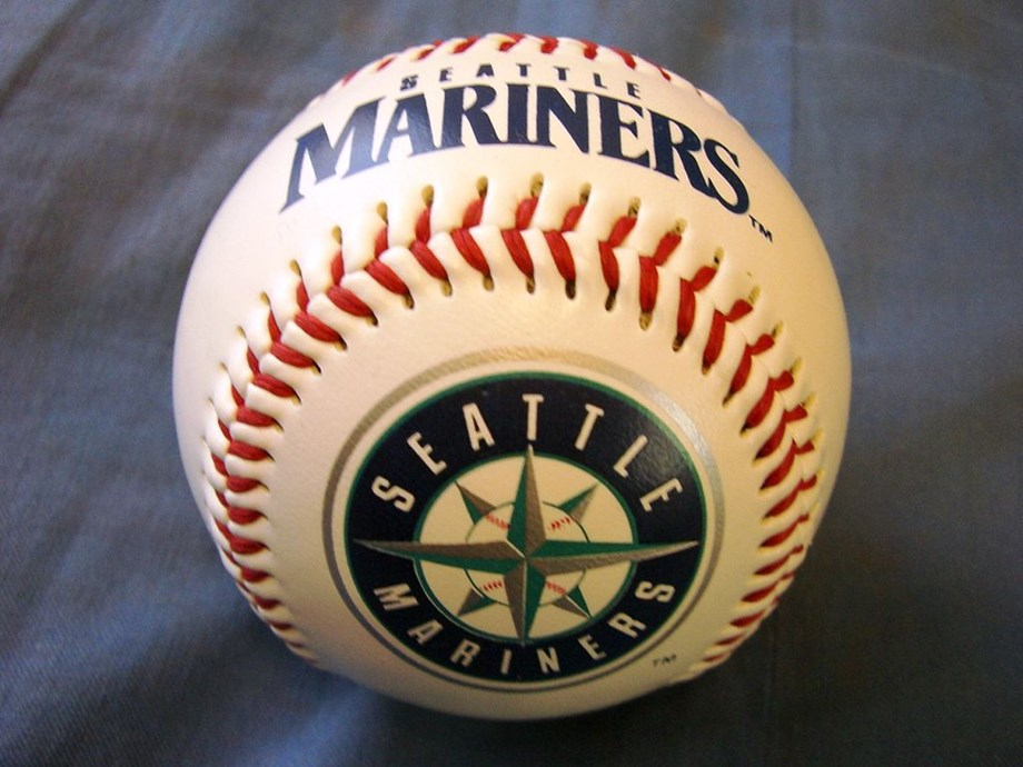 Mariners sign reliever Edwards to one-year deal
