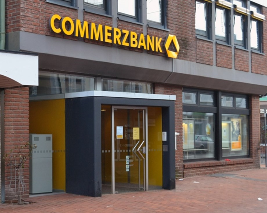 Majority of Commerzbank employees against merger with Deutsche Bank