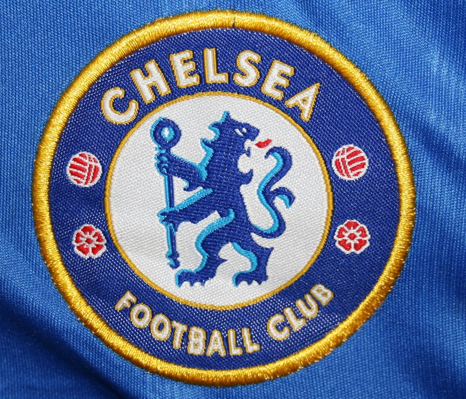 Soccer-Stunning goals give Chelsea, Arsenal winning starts in WSL