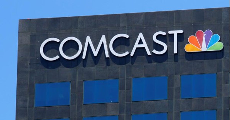 UPDATE 1-Comcast crosses 30 percent Sky threshold after buying shares