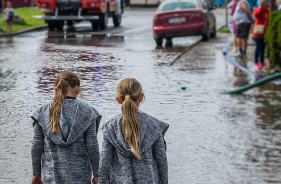 UPDATE 9-Hurricane Willa strikes Mexico's Pacific coast