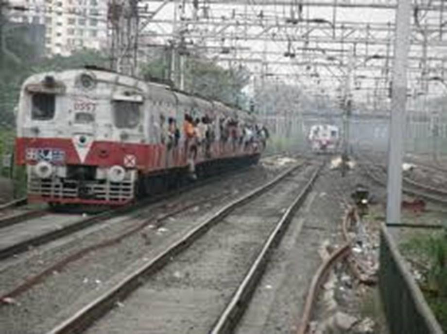 Local train derails between Vidyavihar-Kurla stations in Mumbai