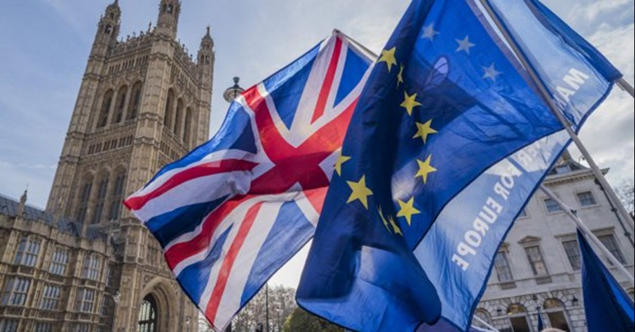 UPDATE 2-UK's Labour says open to second EU vote with option of remaining