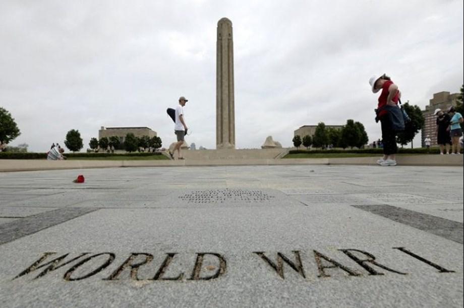 WWI Centenary: UK's Queen Elizabeth II leads televised tribute to fallen soldiers