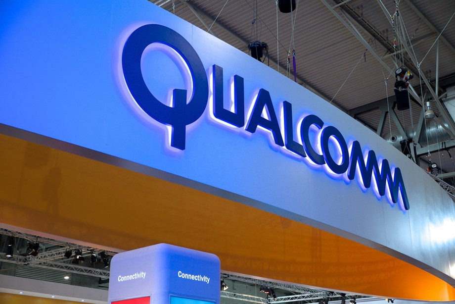 UPDATE 5-Qualcomm enforces ban to halt some Apple iPhone sales in Germany