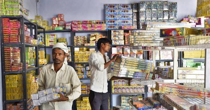 SC clarifies stand on firecrackers ban; only green crackers to be sold in Delhi-NCR