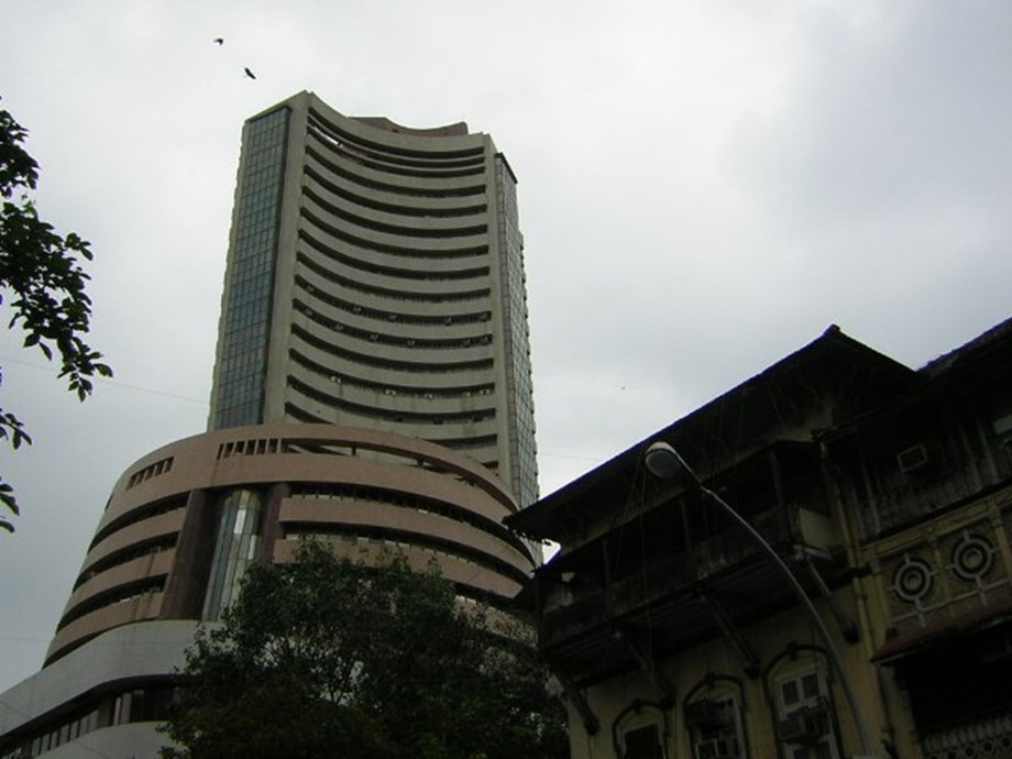 Sensex, Nifty drop substantially after selling pressures from IT stocks