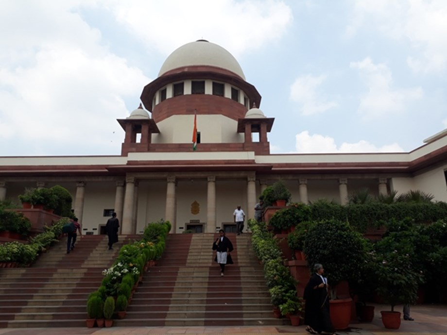 Kolkata Police chief will have to appear before CBI at Shillong for probe: SC