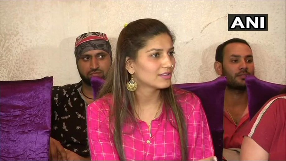 Sapna Chaudhary not part of Congress; claims 'old pictures' being circulated
