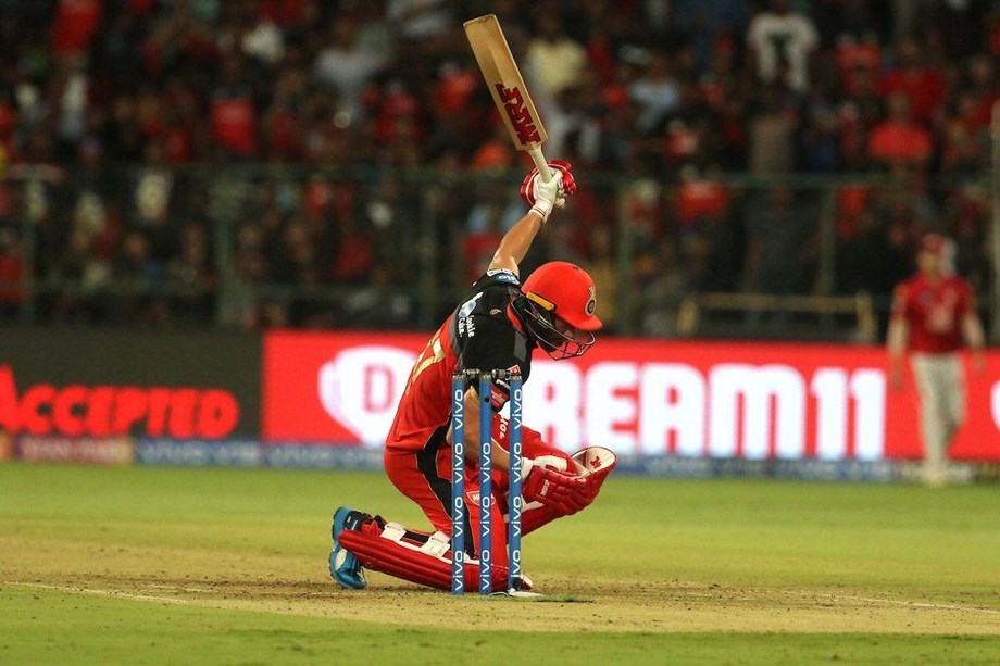 Cricket-De Villiers defends offer to play for South Africa at World Cup