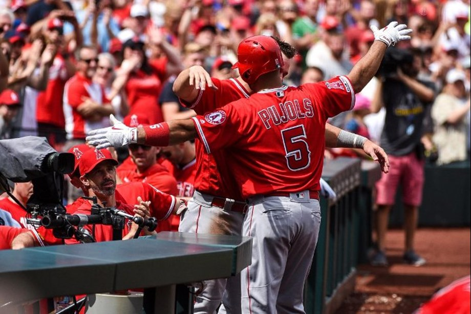 Trout, Angels offense stay hot in blowout of Mariners