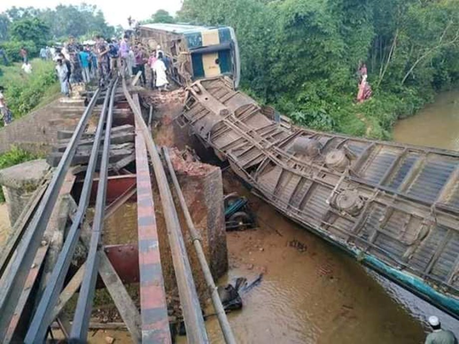 At least 50 dead in Congo after train derails - minister