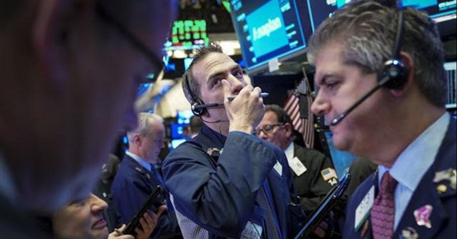 S&P 500, Dow Jones slips amid slow growth worries