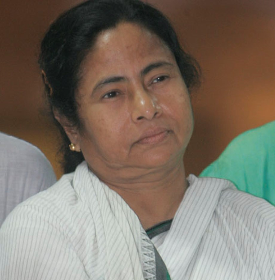 Very saddened at passing away of ex-Defence Minister Fernandes: Mamata