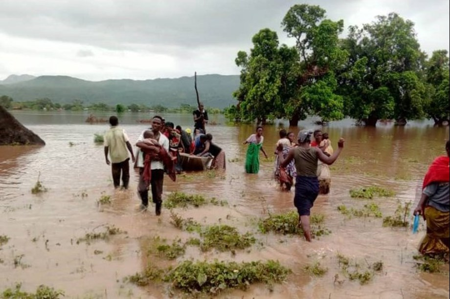 Zambia sends relief items to cyclone Idai-victims in Malawi