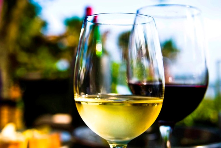 Just one glass of wine may impair sense of control: Study