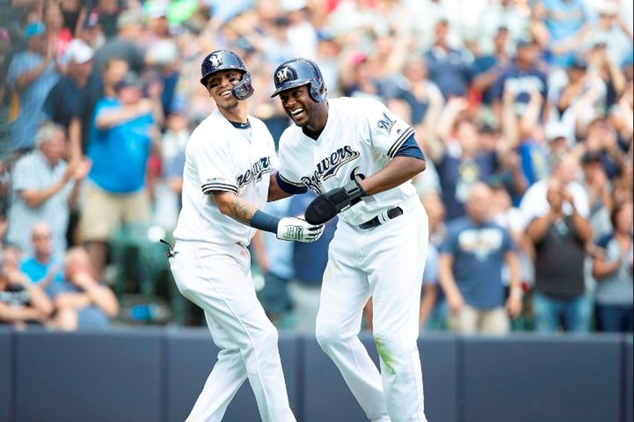 Moustakas helps Brewers edge Marlins for 6th straight win