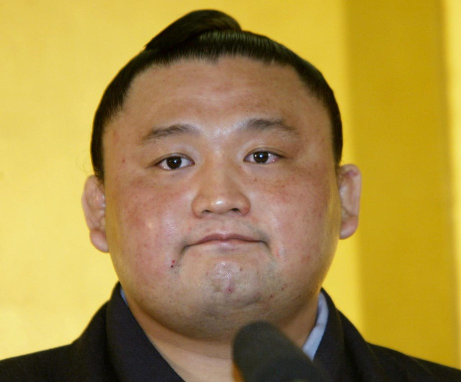 Former top-ranked sumo wrestler Takanohana resigns following scandal