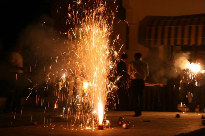 Karnataka government says  fire-crackers can only be burst between 8 pm and 10 pm