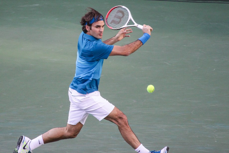 UPDATE 1-Tennis-Rust-free Federer launches Melbourne campaign with sublime win