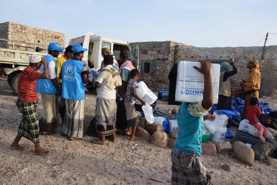 Rukban refugee camp in Syria receives UN aid convoy