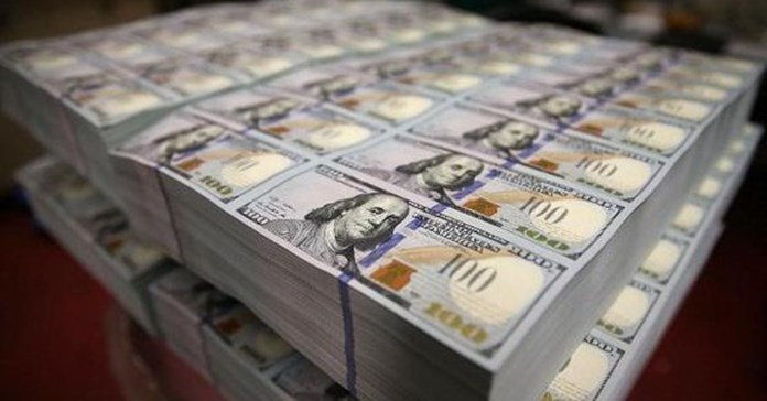 Canadian dollar edges lower against USD as greenback broadly climbs