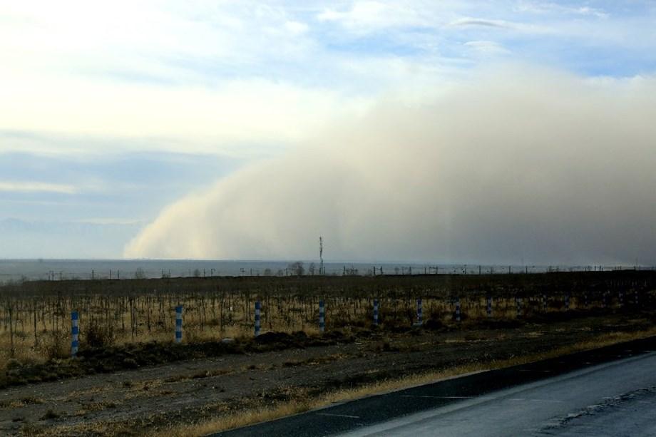 Sandstorm engulfs Chinese Zhangye City