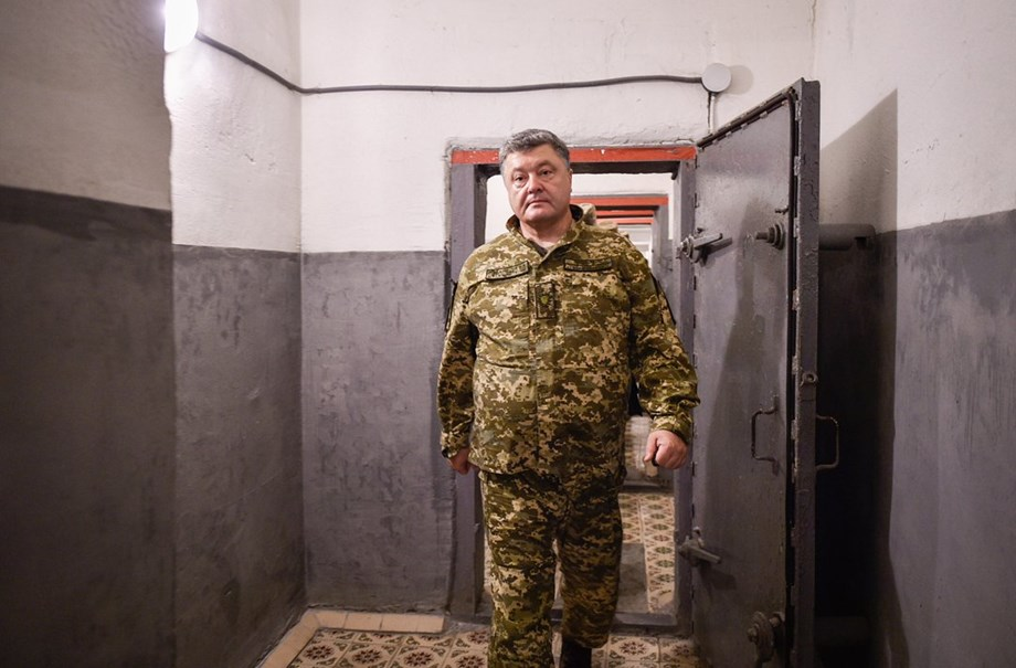 Ukrainian president Petro Poroshenko asks lawmakers for approval of martial law