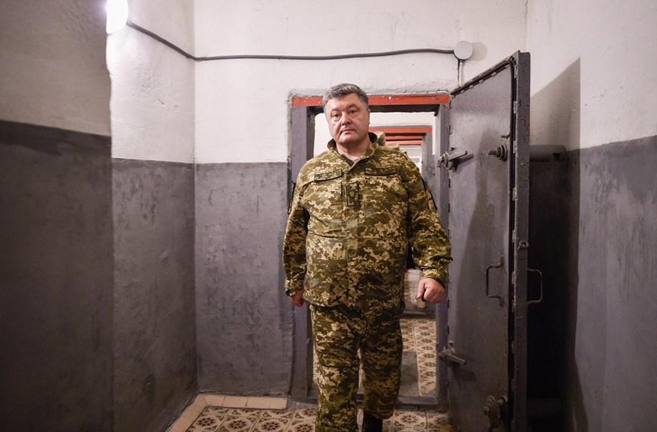 Ukrainian president Petro Poroshenko asks lawmakers for approval of martial law