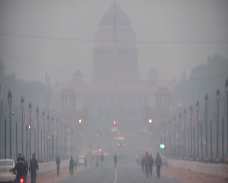 Delhi: Air quality remains 'poor' despite early morning drizzle