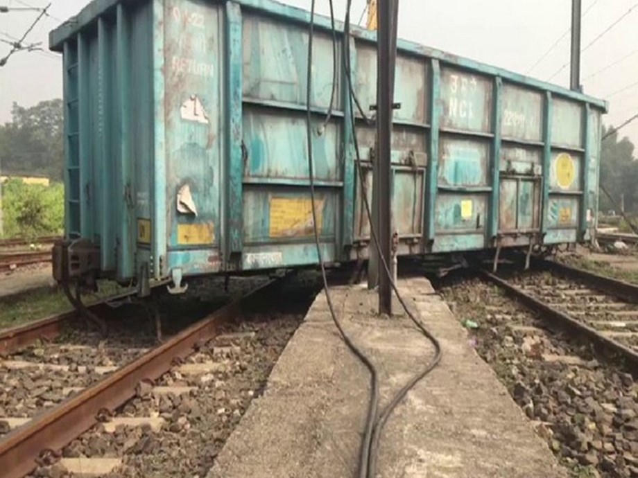 West Bengal: Two wagons of goods train derail near Asansol