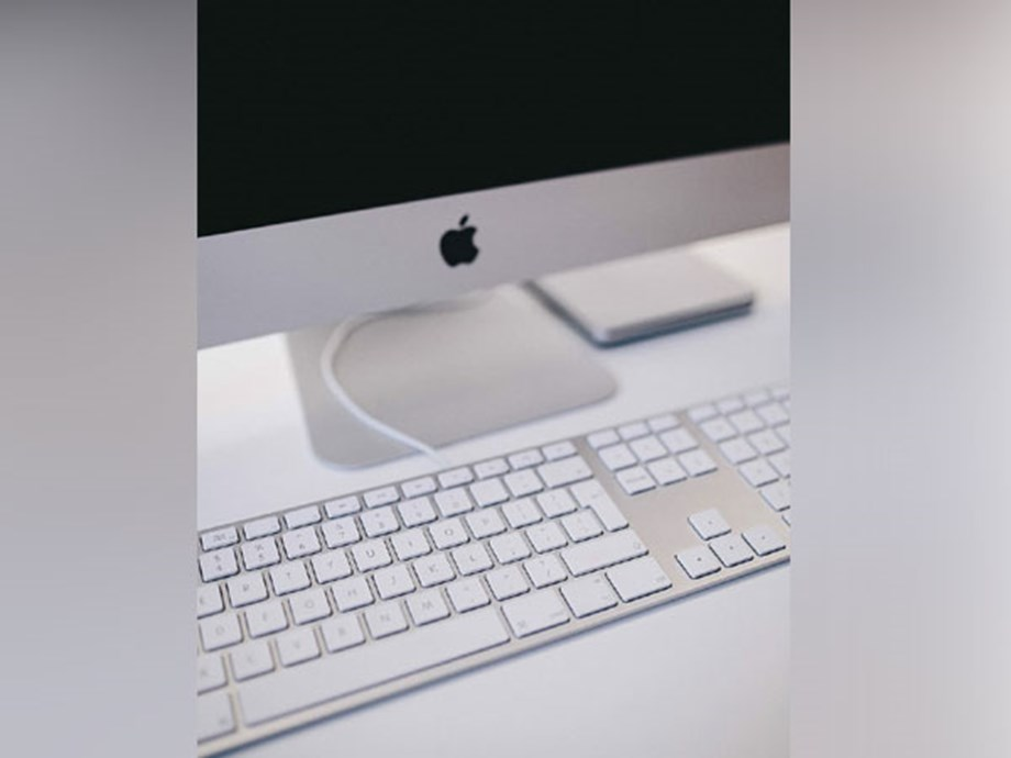 Apple envisions curved computer made from glass