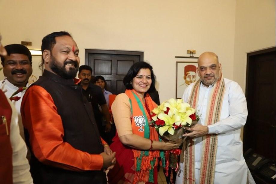 Former Odisha cadre IAS officer Aparajita Sarangi joins BJP