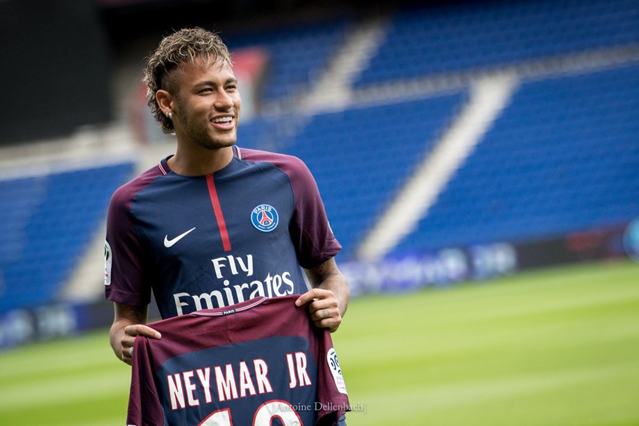 Soccer-Neymar raises new speculation about Barca with social media post