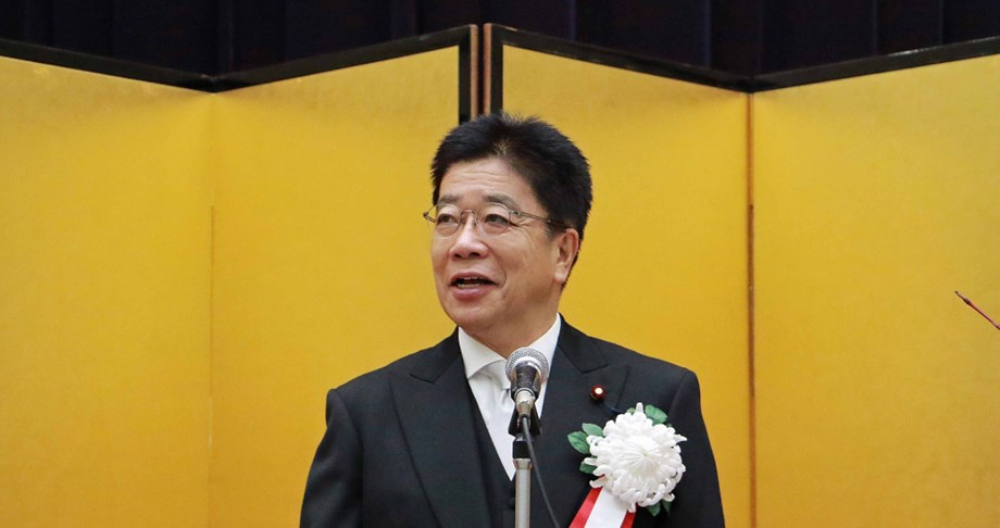 UPDATE 1-Person in Japan who has not visited Wuhan contracts coronavirus - minister