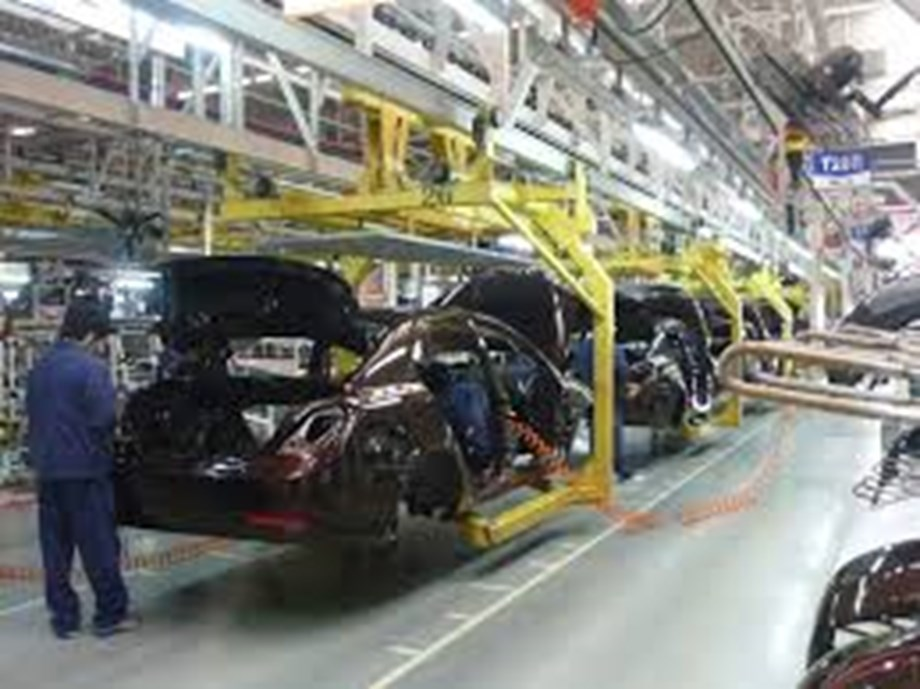 RPT-UPDATE 2-'Here and now': India's auto industry urges government action to fight slowdown