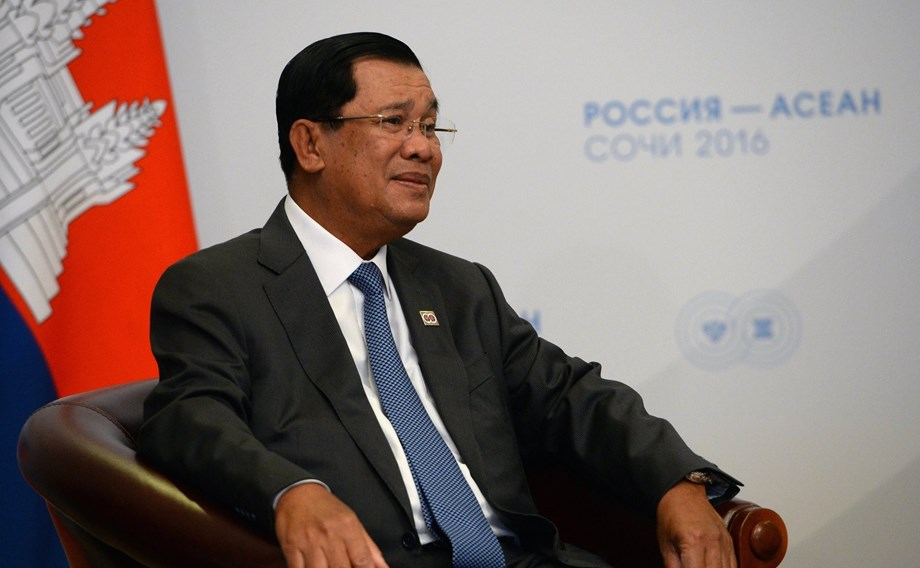 Cambodia gets more praise for allowing cruise ship to dock